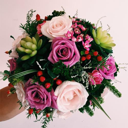 Bí quyết tiết kiệm khi chọn hoa cầm tay cô dâu