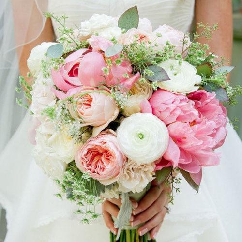 Cách biến hoa cầm tay cô dâu thành hoa khô
