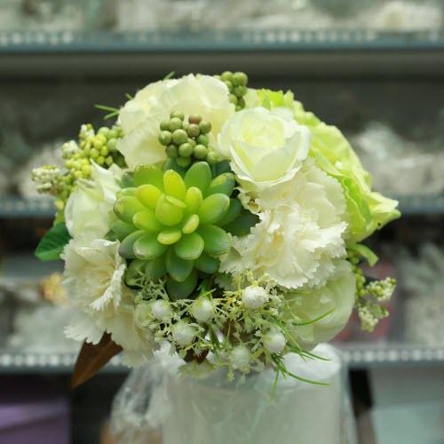 Cách xử lý bó hoa cầm tay cô dâu sau đám cưới