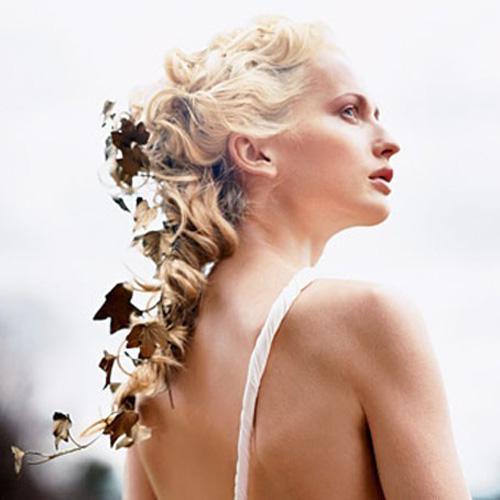 Cài tóc cô dâu dành riêng cho mái tóc tết xương cá