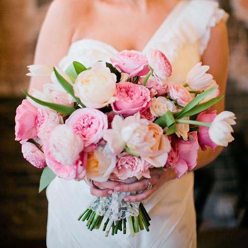 Có nên dùng bó hoa cầm tay cô dâu trong đám hỏi