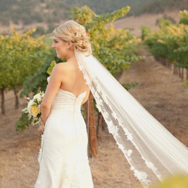 3 Kiểu tóc cùng khăn voan cô dâu giúp nàng ăn gian chiều cao