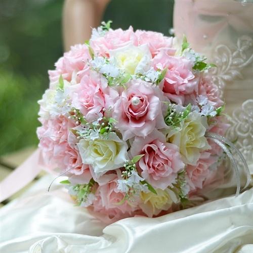 Lý do bạn nên chọn hoa cầm tay cô dâu bằng lụa