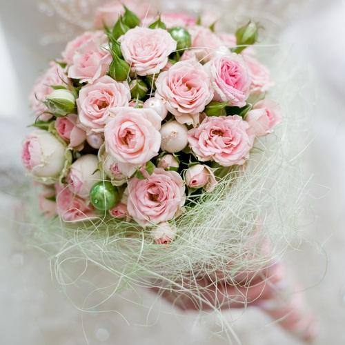 Những mẫu hoa cầm tay cô dâu mới lạ, ấn tượng