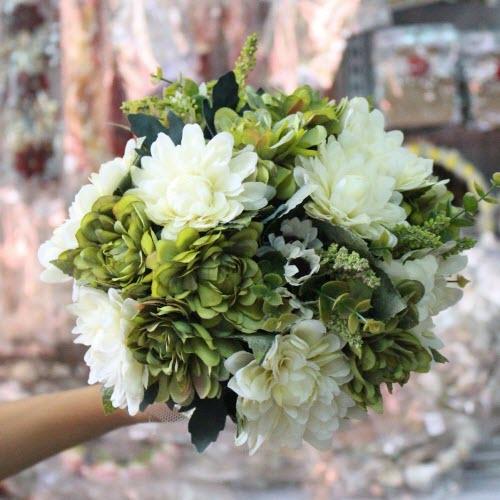 Sắc màu bó hoa cầm tay cô dâu theo bốn mùa