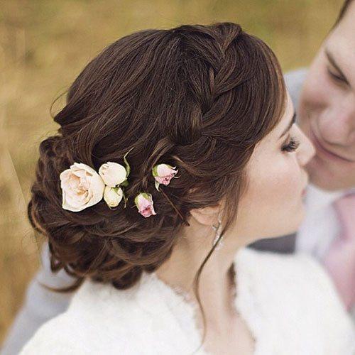 Tạo vẻ đẹp thuần khiết cho cô dâu nhờ các kiểu hoa cài tóc