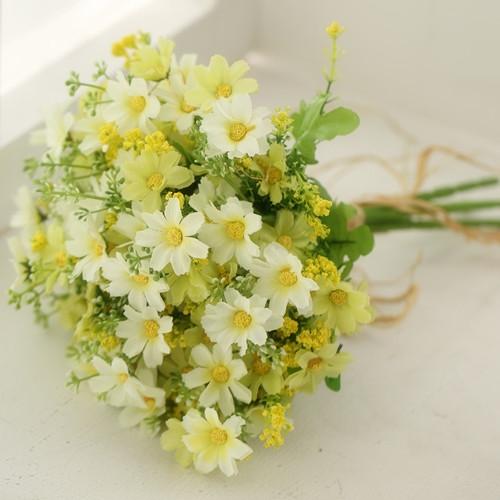 Ý nghĩa màu sắc của các bó hoa cầm tay cô dâu thường dùng