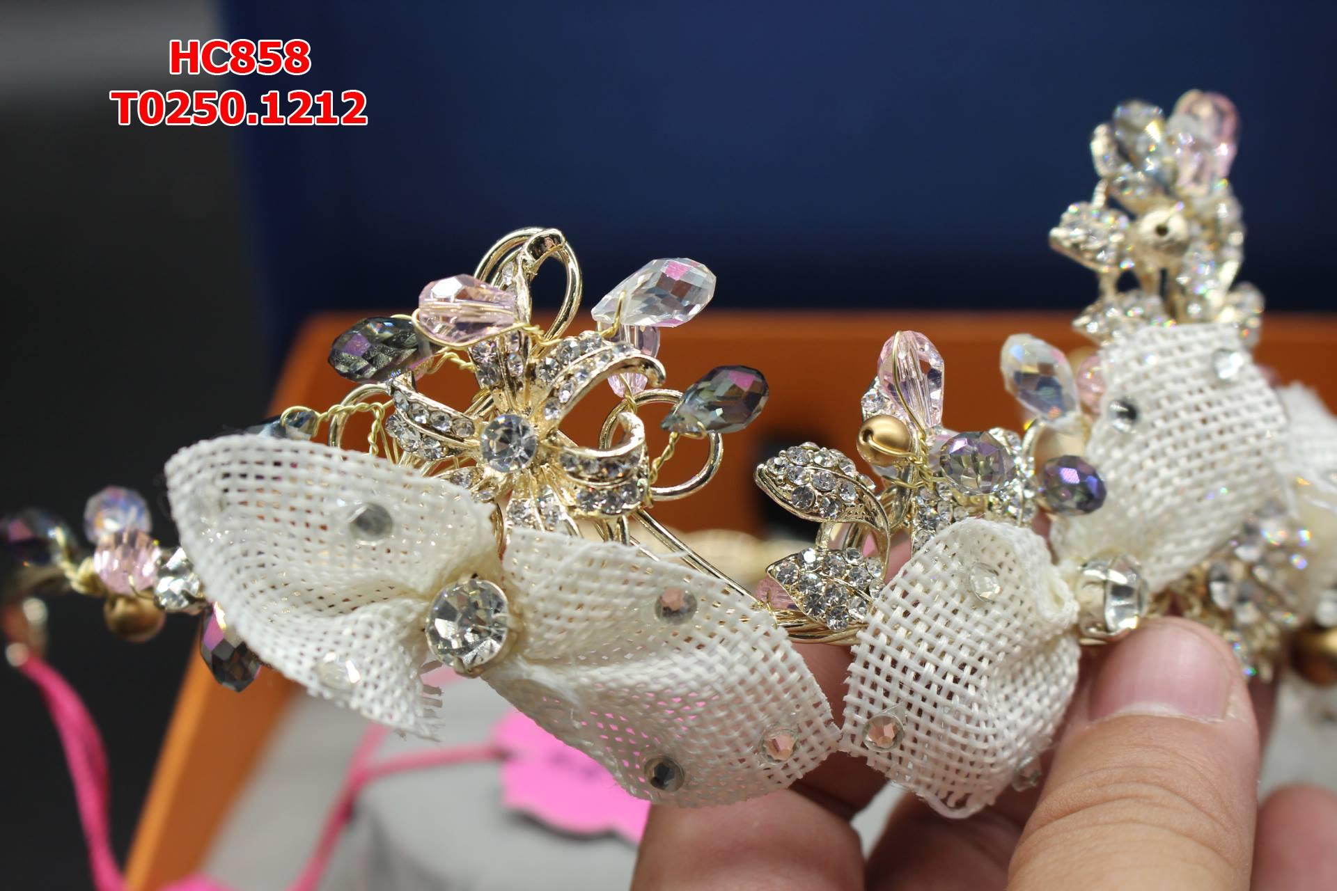 Vương miện cô dâu đính đá và hạt trai đẹp tự nhiên