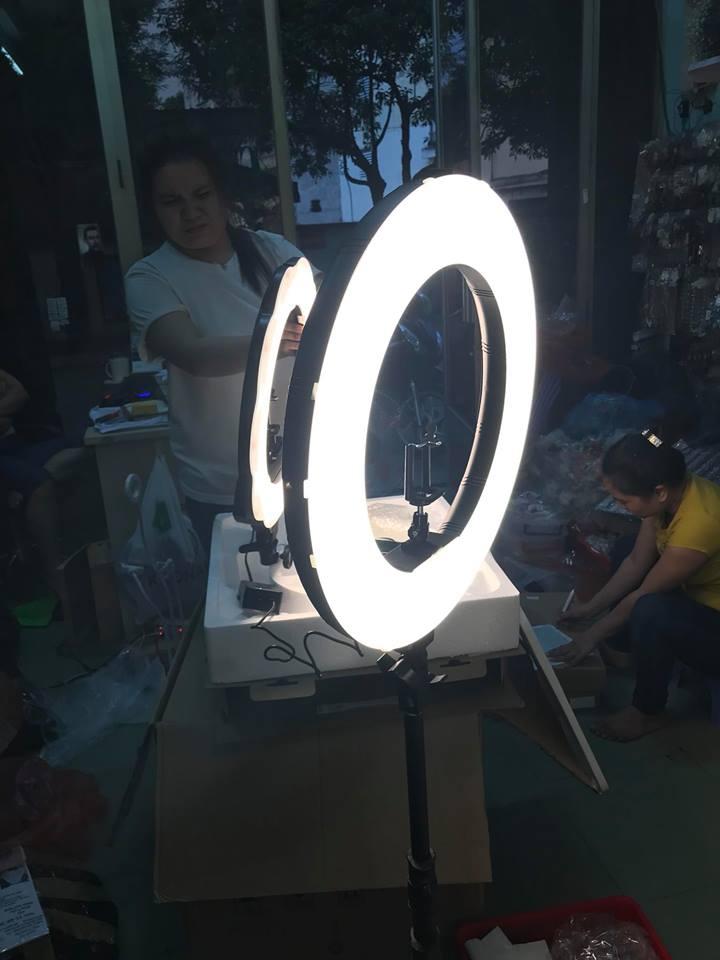 Đèn led makeup Đèn Led Ring 18 inch có đế gắn pin đèn led makeup Đèn Led Ring 18 inch có đế gắn pin