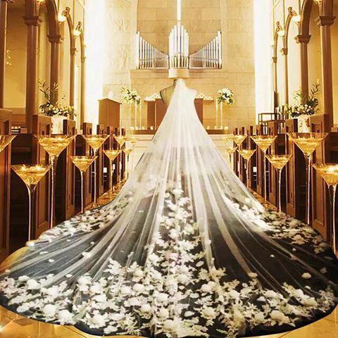 voan cô dâu dài 5m gắn kết nhiều hoa đpẹ xuất sắc